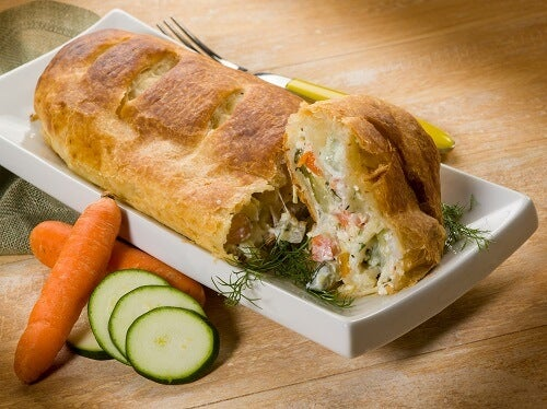 strudel with vegetables, vegetarian food