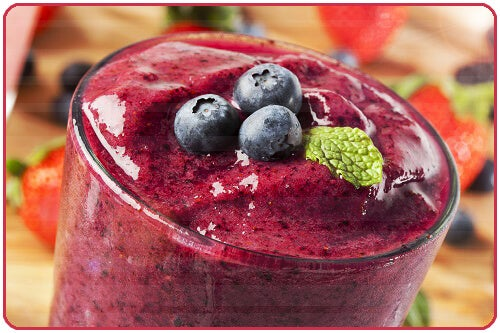You can harness the power of red fruits by making smoothies; in addition to being delicious, they can help you by fortifying your health.