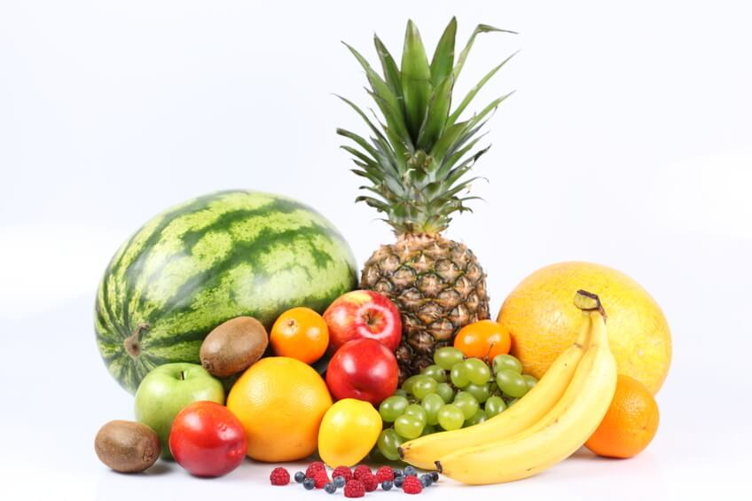 Consumption of several raw fruits is ideal for preventing stomach inflammation and the resulting constipation.