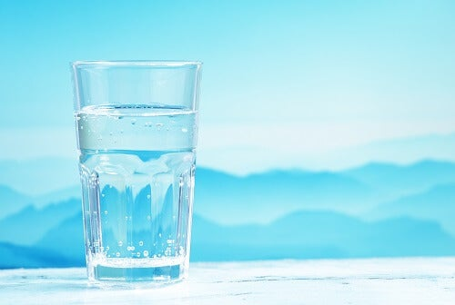 Experts advise us to drink at least eight glasses of water a day.