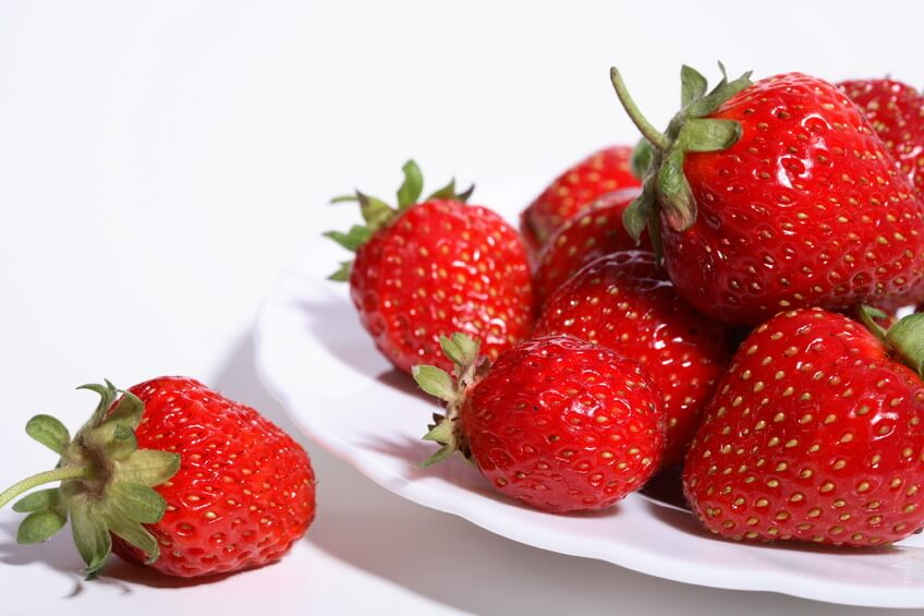 Strawberries have a mild laxative effect, ideal for those who suffer from constipation.