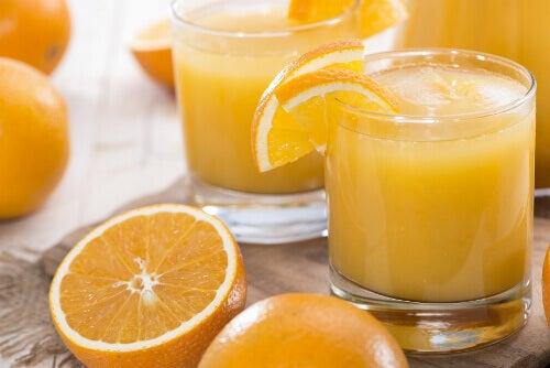 Orange juice and organe slices