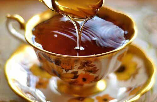 Ease Insomnia Naturally with Honey and Apple Cider Vinegar