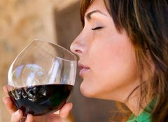 woman_drinking_wine