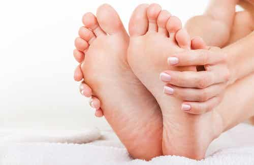 Stinky feet? 5 best recipes to treat foot odor