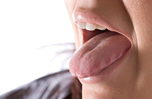 Why do we suffer from bad breath and how can we treat it naturally?