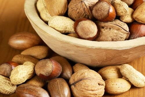 Nuts to cleanse the intestines