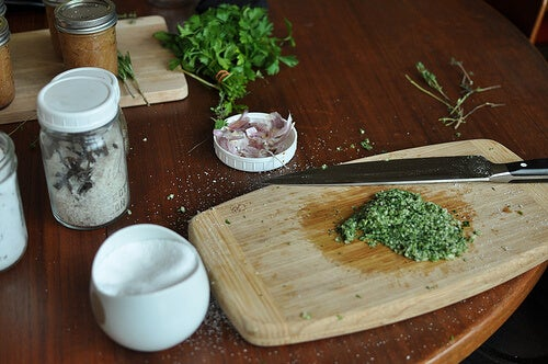 salt-herbs-food-in-jars