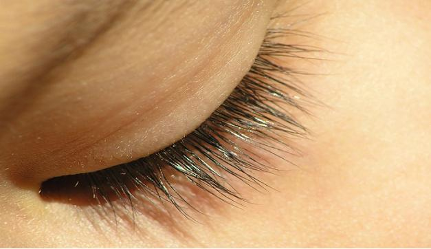 Home Remedies to Improve the Appearance of Eyelashes