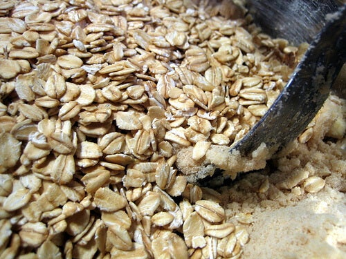 Oats can be used in homemade creams to remove dark spots