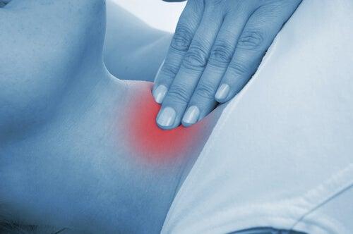 Pain on thyroid gland from thyroiditis