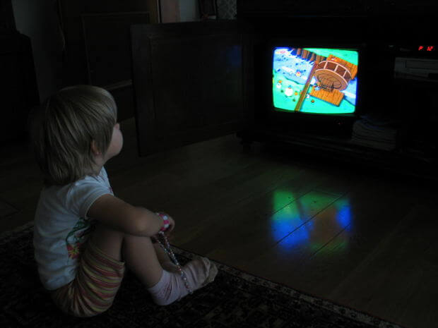 Eating in front of the tv can be dangerous for children