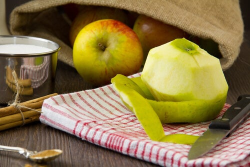 Apple to detoxify the body