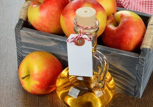 Apple vinegar as natural hair conditioner