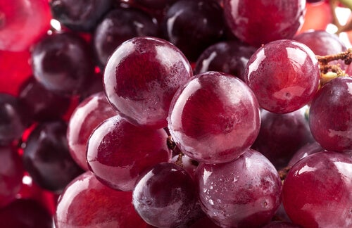 Protect Your Body by Eating Grapes Every Day
