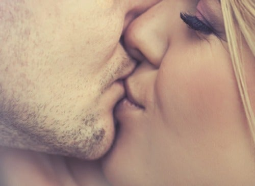 7 Benefits of Kissing