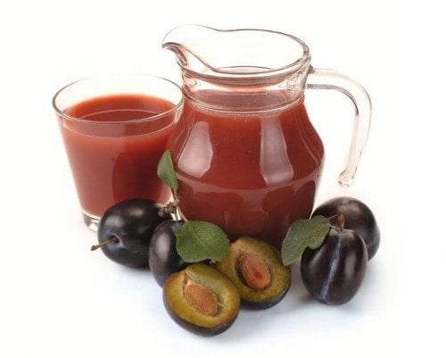 Prune juice fresh prunes smoothies for constipation