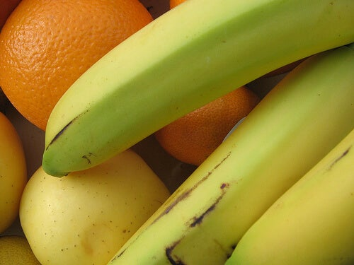 Bananas and oranges are among the lowest calorie fruit
