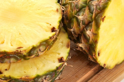 Delicious and Medicinal Drinks with Pineapple Skin
