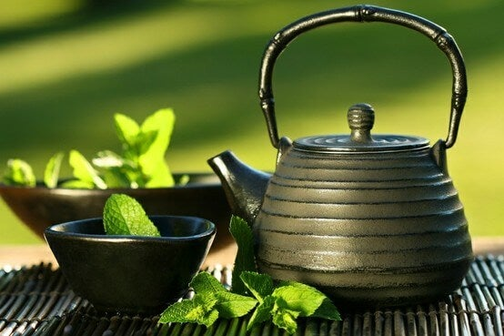 Green tea is one of the best natural drinks for women and men