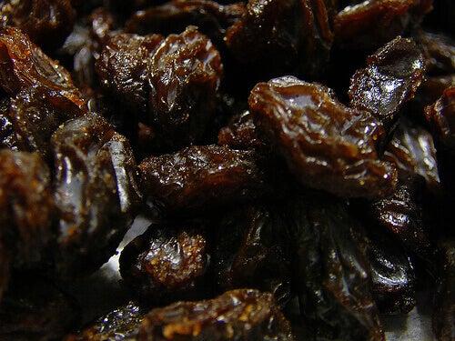 Close up of dark colored raisins benefits of raisins