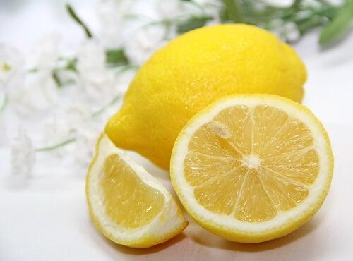 Lemon slices get rid of acne scars
