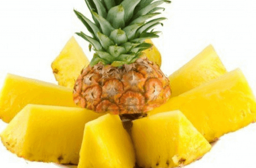 Pineapple slices get rid of acne scars