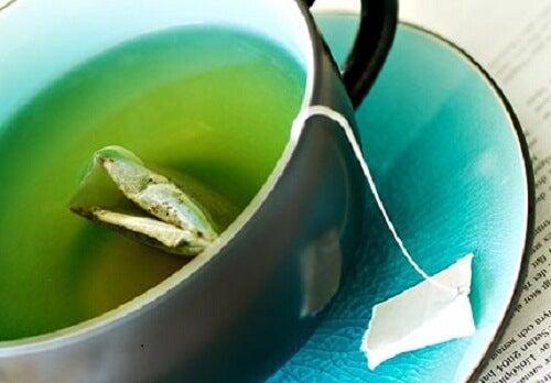 Prepara queste 3 bevande di tè verde per perdere peso con facilità