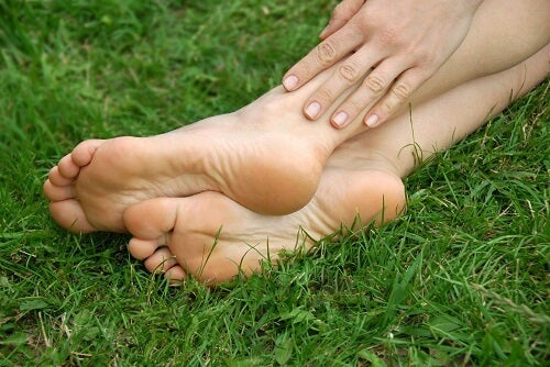 Avoiding and Treating Cracked Heels