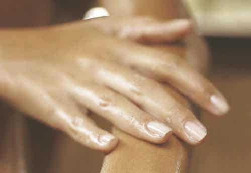 Swollen Hands: Causes and Remedies