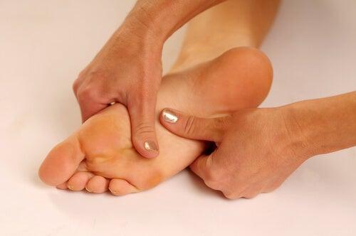 발 통증 건염