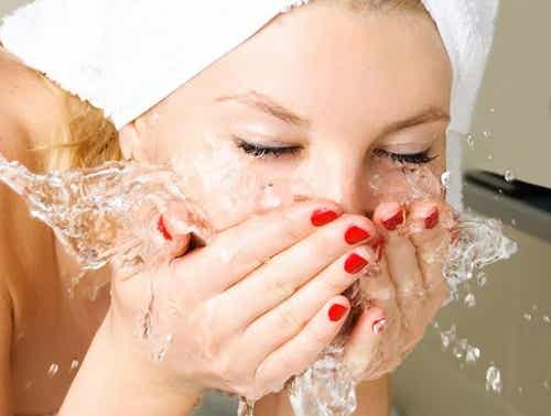 The Right Way to Wash Your Face Before Bed