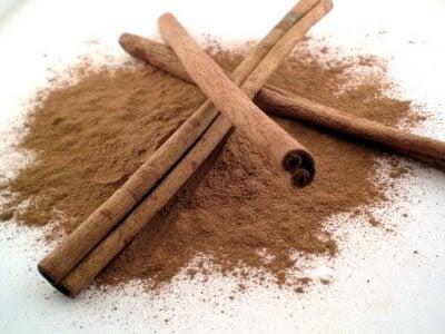2 cinnamon sticks