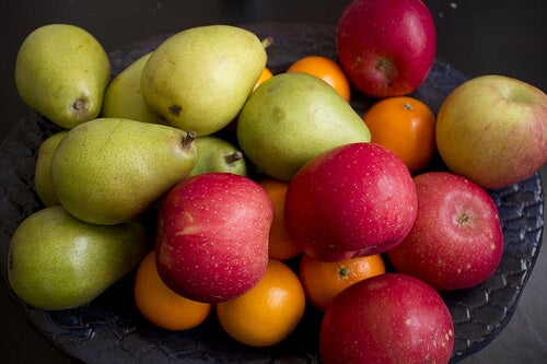 Apples and pears can be helpful to reduce your caloric intake