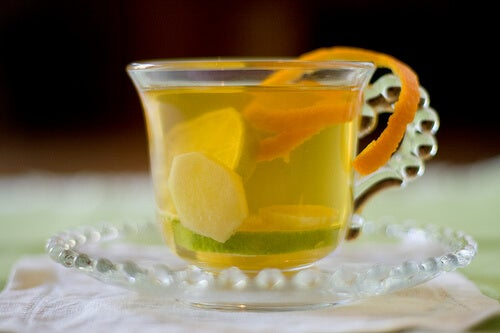 Cup of ginger and lemon tea to eliminate excessive mucus