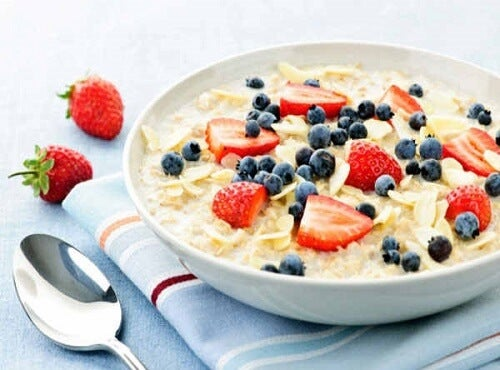 10 Unbelievable Benefits of Oatmeal and a Breakfast Recipe