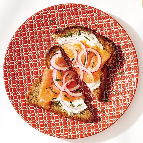 Salmon-toast-breakfasts that will help you lose weight
