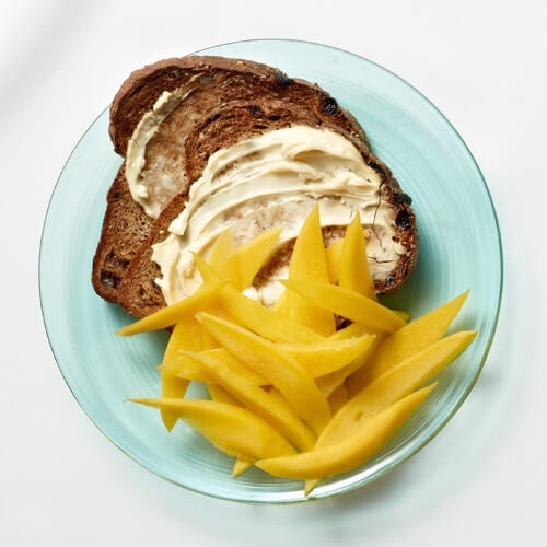 Toasted-bread-with-mango