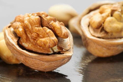 Walnuts, active brain