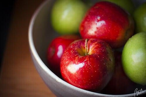 Bowl of red and green apples