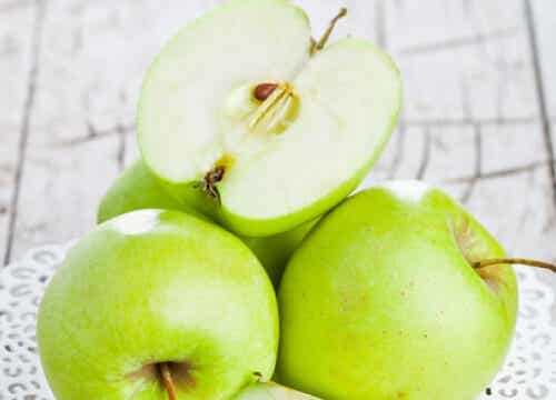 Can an Apple a Day Protect You from Obesity?