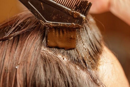 Henna: The Healthy and Natural Way to Dye Your Hair