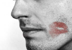 8 Signs Your Partner is Cheating on You