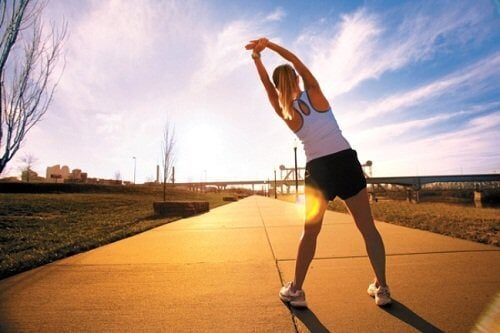 strengthen the body's defenses with exercise