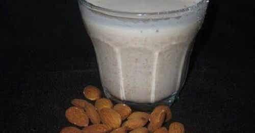 Benefits of Almond Milk and Some Side Effects