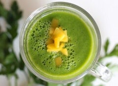 Mango and parsley smoothie