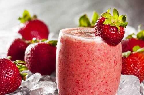 Oatmeal and strawberry smoothie