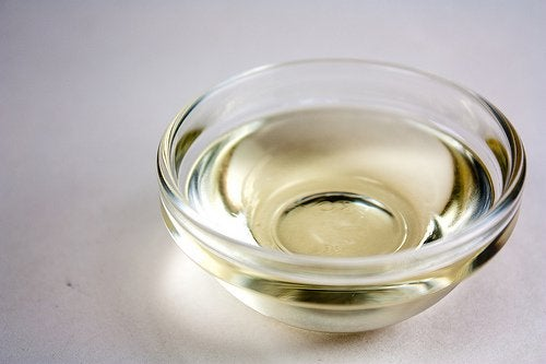 A small bowl of oil.