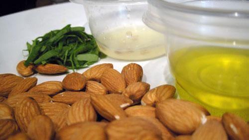 3 almonds