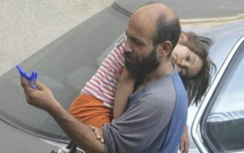 Syrian Refugee Selling Pens on the Street to Feed Daughter